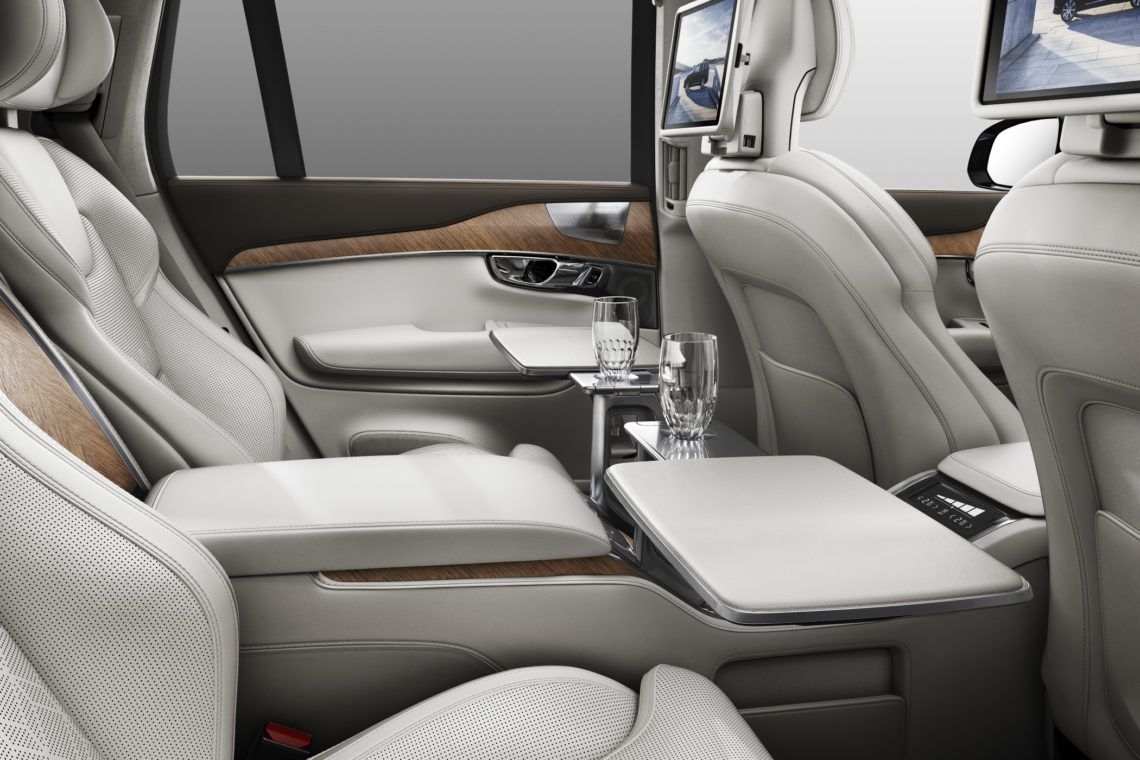 volvo xc90 excellence das chauffeurs suv. Black Bedroom Furniture Sets. Home Design Ideas