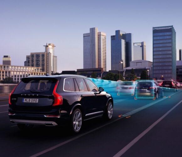 Volvo_XC90_Adaptive_Cruise_Control_mit_Stau_Assistent.jpg