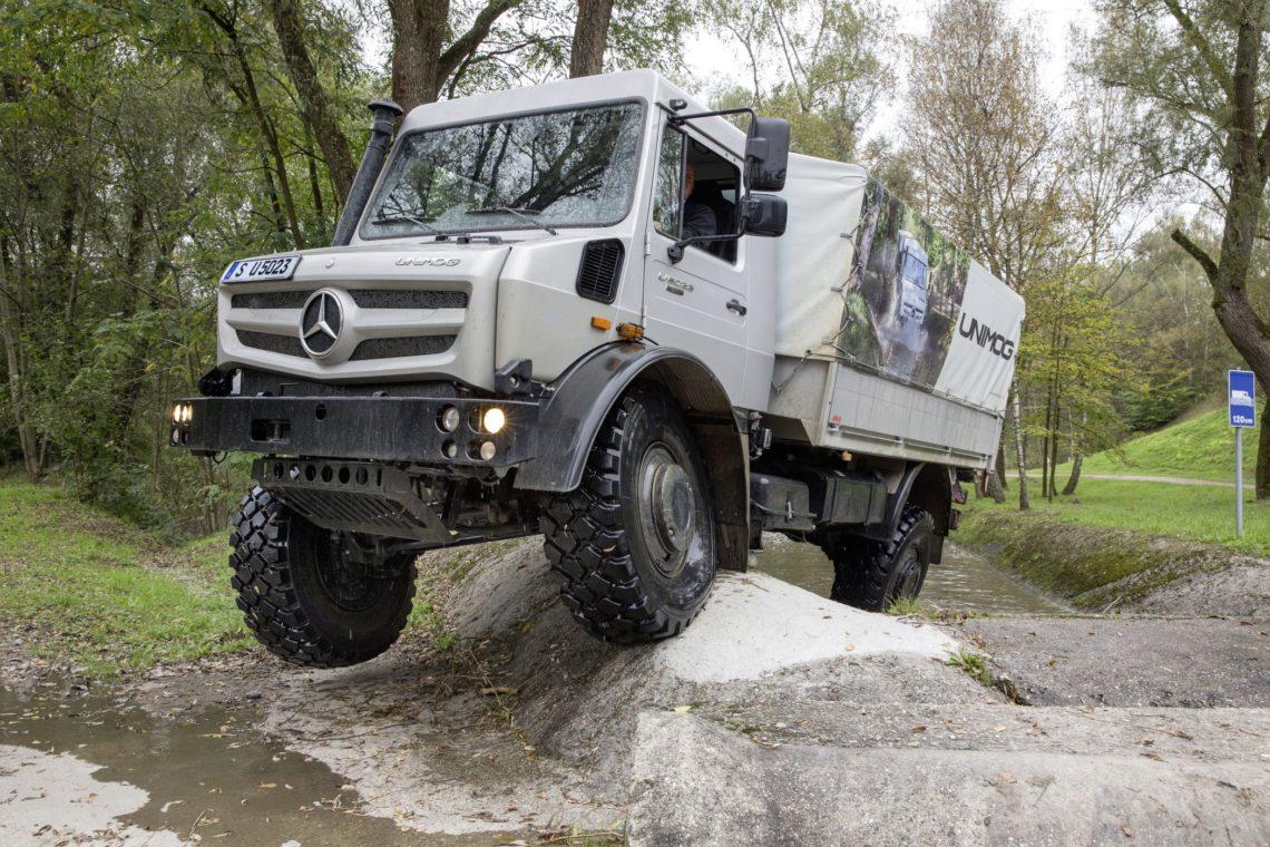 Unimog For Sale >> Mercedes Unimog - im Gelände ganz oben