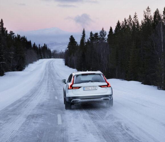 Volvo_V90_Cross_Country 3