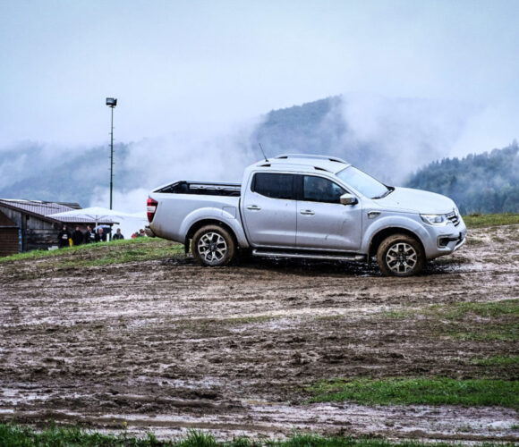 Renault Alaskan, Ljubljana, 2017, solo mit Nebel